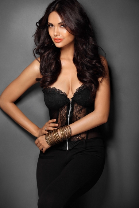 Esha Gupta hot and spicy pictures