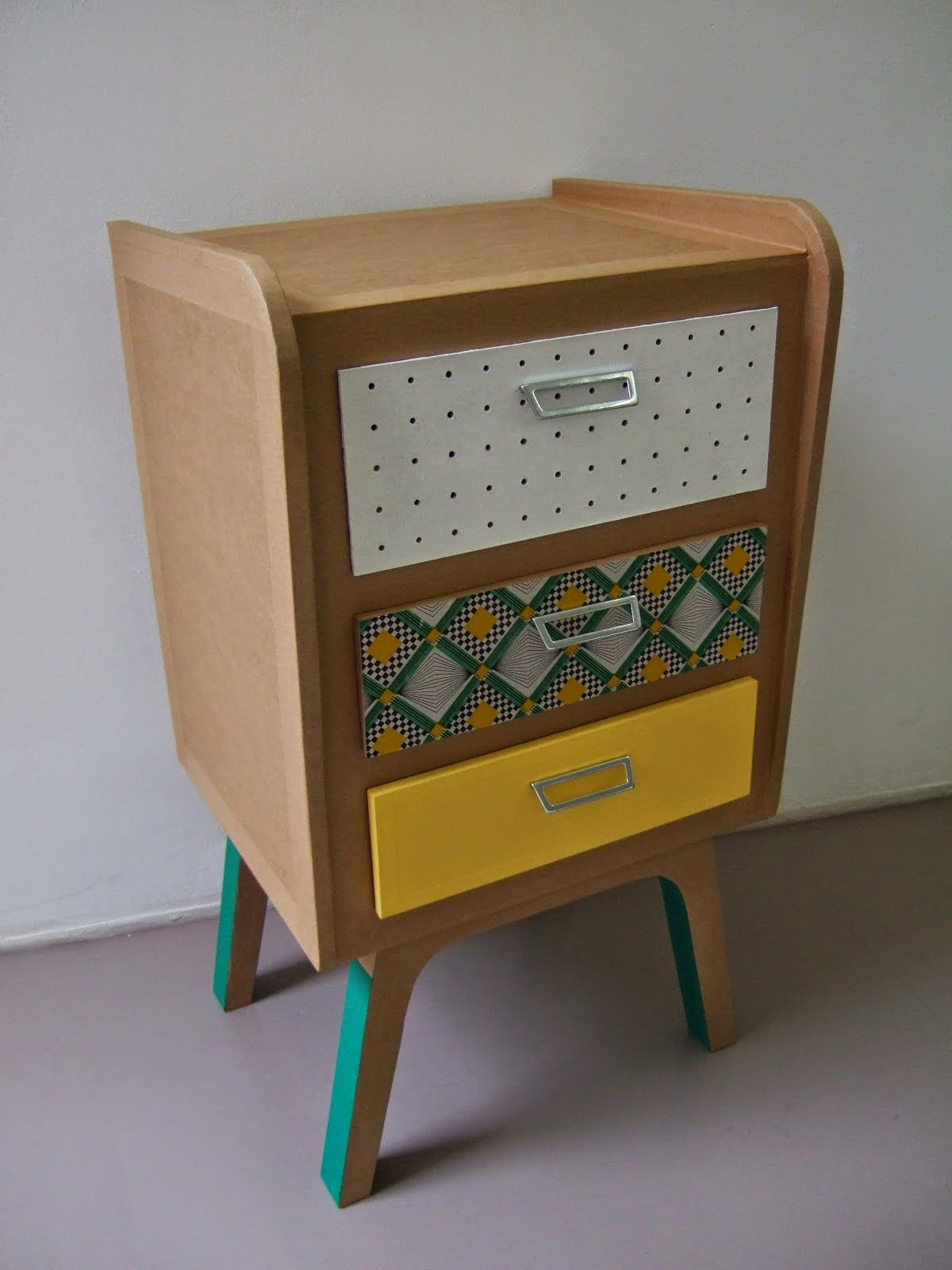 commode en carton case et tiroirs. meuble en carton sur mesure fabriqué à marseille par juliadesign.
