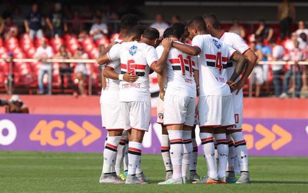 São Paulo é superior em campo, mas Palmeiras arranca empate.