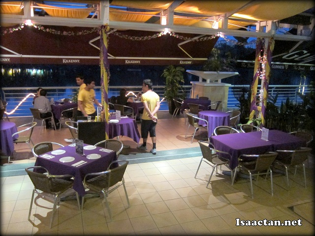 Dine with pleasure by the lake