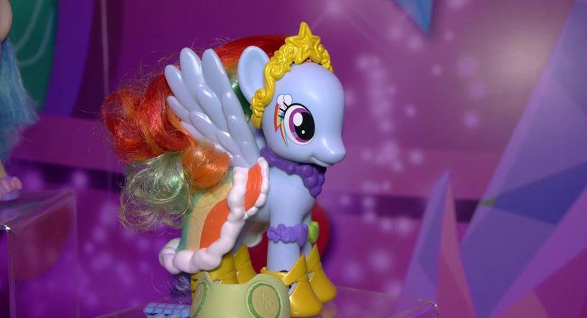 [Imagem: Rainbow-Dash-Fashion-Style.jpg]