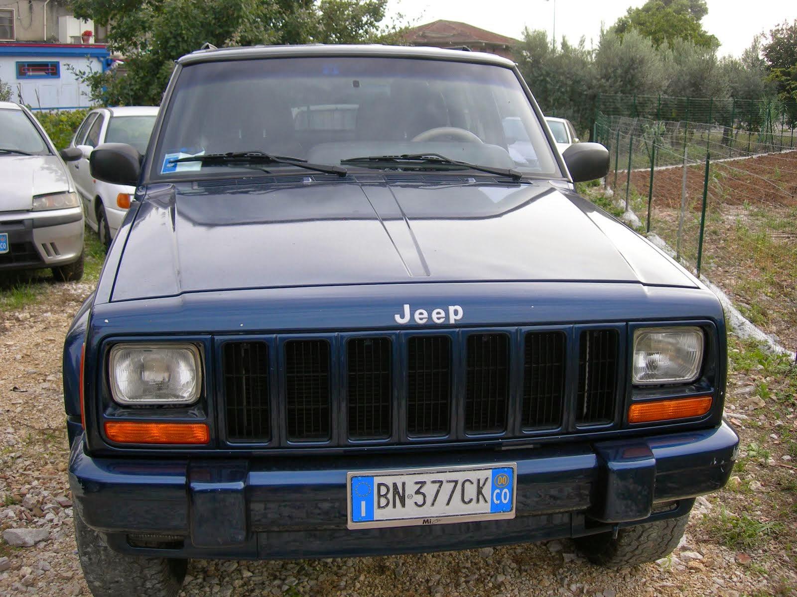 Jeep Cherokee 2.5 Tdi Anno 2000 Full optional  2.500,00 Euro