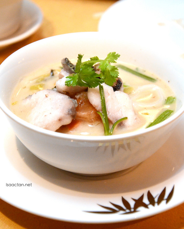 Flat Rice Noodle Soup with Threadfin Fish and Preserved Vegetables
