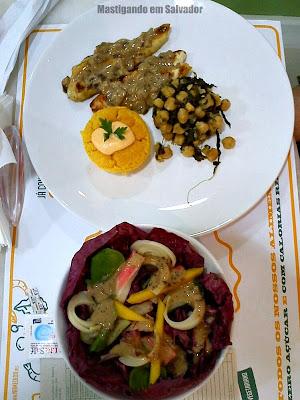 Calorias Na Medida: Combo de Frango com Petit Gateau de Abóbora, Grão de Bico e Salada de Radicchio