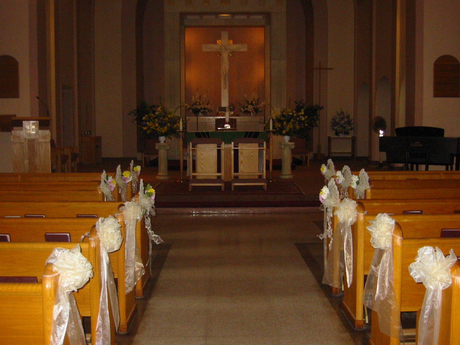 Wedding quinceanera attire and decor in tulare ca for Church wedding decorations