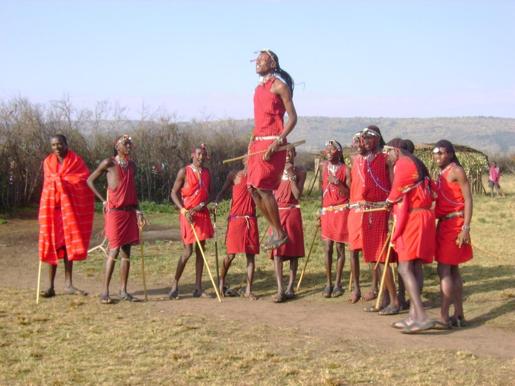 http://4.bp.blogspot.com/-eQ_XhF0akkk/TxXBLzcXxcI/AAAAAAAAADE/EFRC2ytC5I4/s1600/Chuchi_123_hotmail_com_Kenia_2007_Danza_Masai_sized.jpg