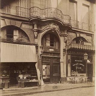 Balcon sur voussure du 151bis rue Saint-Jacques à Paris vers 1900, photo de Atget