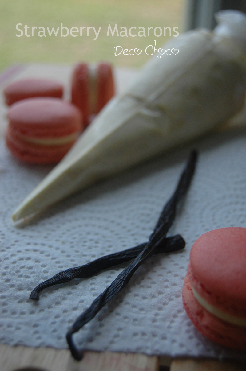 Deco Choco: Strawberry Macarons