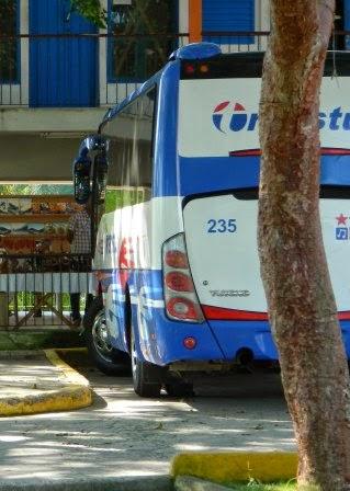 Omnibus Yutong de Transtur que Viaje Azul ofrece para la excursión a Las Terrazas