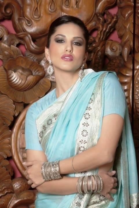 Sunny Leone Images in Saree
