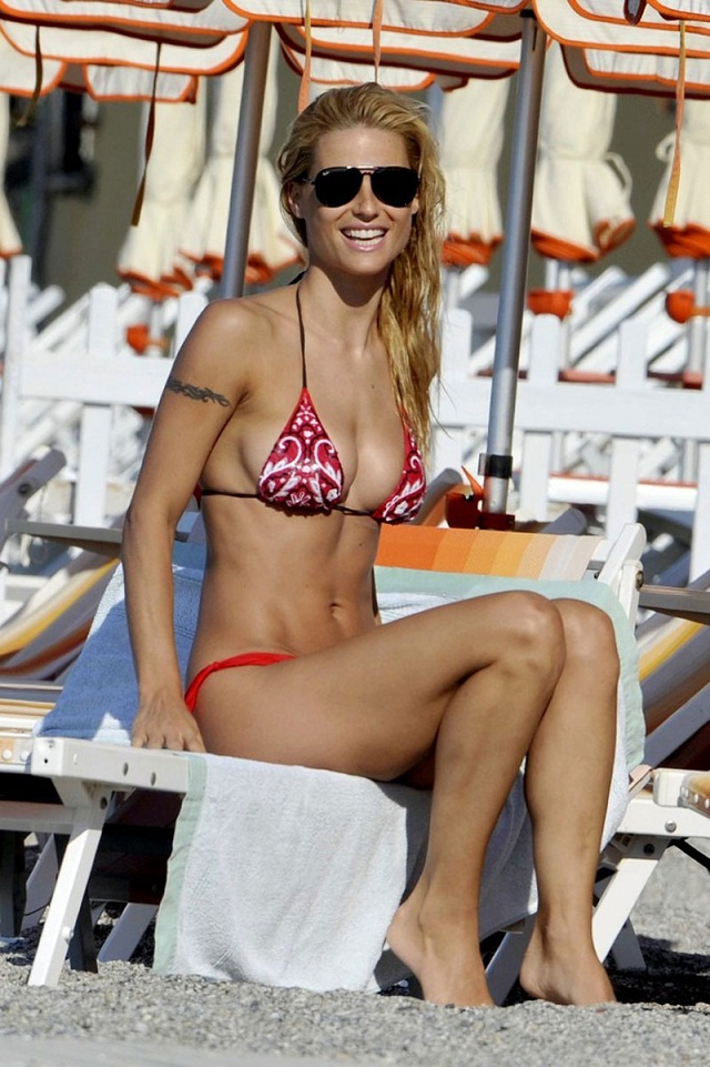 Swiss model Michelle Hunziker flaunts trim bikini body