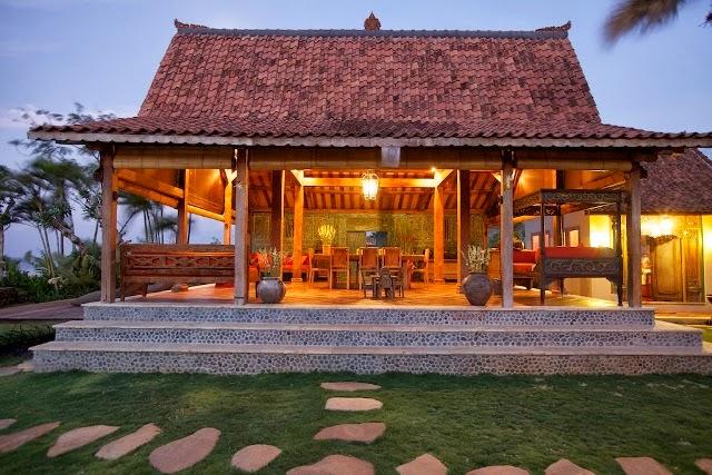 Joglo house java traditional house old teak wood joglo for for Old traditional houses