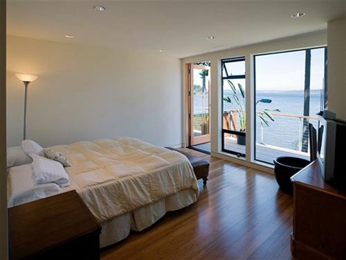 Bedroom design blog waterfront luxury house plans modern - Interior design bainbridge island ...