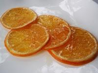 rodajas de naranja confitadas