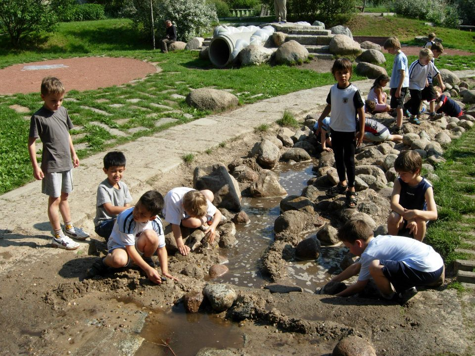 World 39 s children may 2012 - Natural playgrounds for children ...