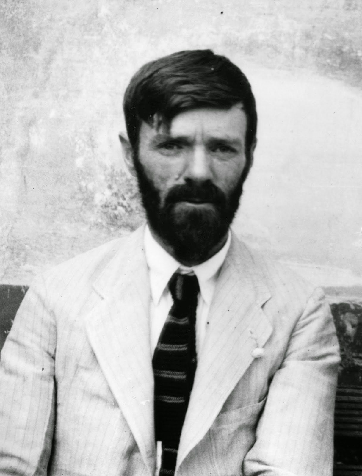 d h lawrence analysis On lawrence's fine poem about all things green was d h lawrence (1885-1930) an imagist he's well-known as a novelist, slightly less celebrated as a poet and a writer of some truly wonderful short stories.