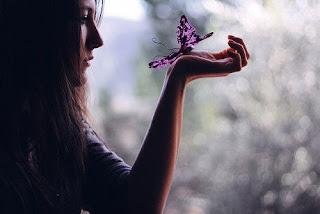 Ela vive em um conto de fadas, um lugar muito distante pra se encontrar... (8)