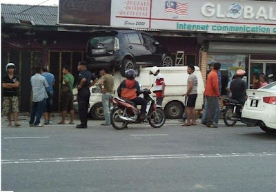 perodua+myvi+terbang+2012