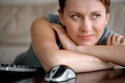 http://4.bp.blogspot.com/-eS4vG_Fovuw/VDTerRGjBjI/AAAAAAAAN-c/ekACD46bYGE/s1600/girl-online.jpg