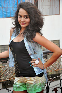 Jhansi  Pictures in shorts 006.jpg
