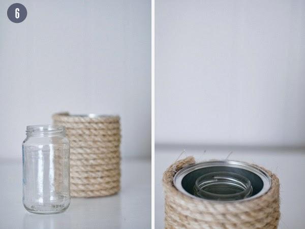 Przyklej sznurek do puszki za pomocą kleju na gorąco i owijaj go dookoła, od czasu do czasu nakładając klej.