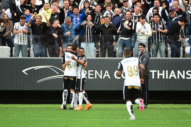 Recuperado de lesão, Uendel anotou o segundo gol corintiano (foto: Sergio Barzaghi/Gazeta Press)
