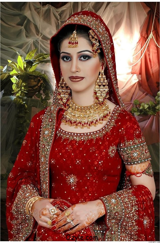 New Fashion Styles New Collection Of Pakistani Red Bridal Dress 2013