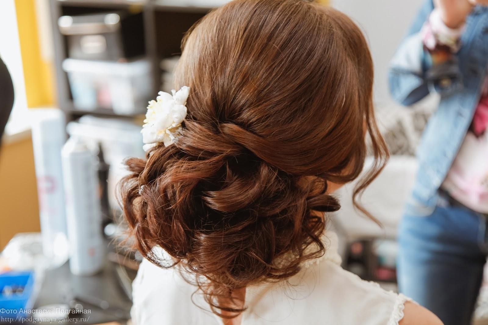 Причёски с подобранными волосами фото