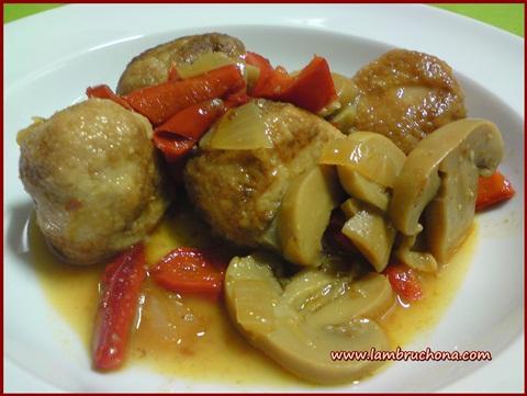 Lambruchona receta alb ndigas con pimientos y champi ones - Albondigas tradicionales ...