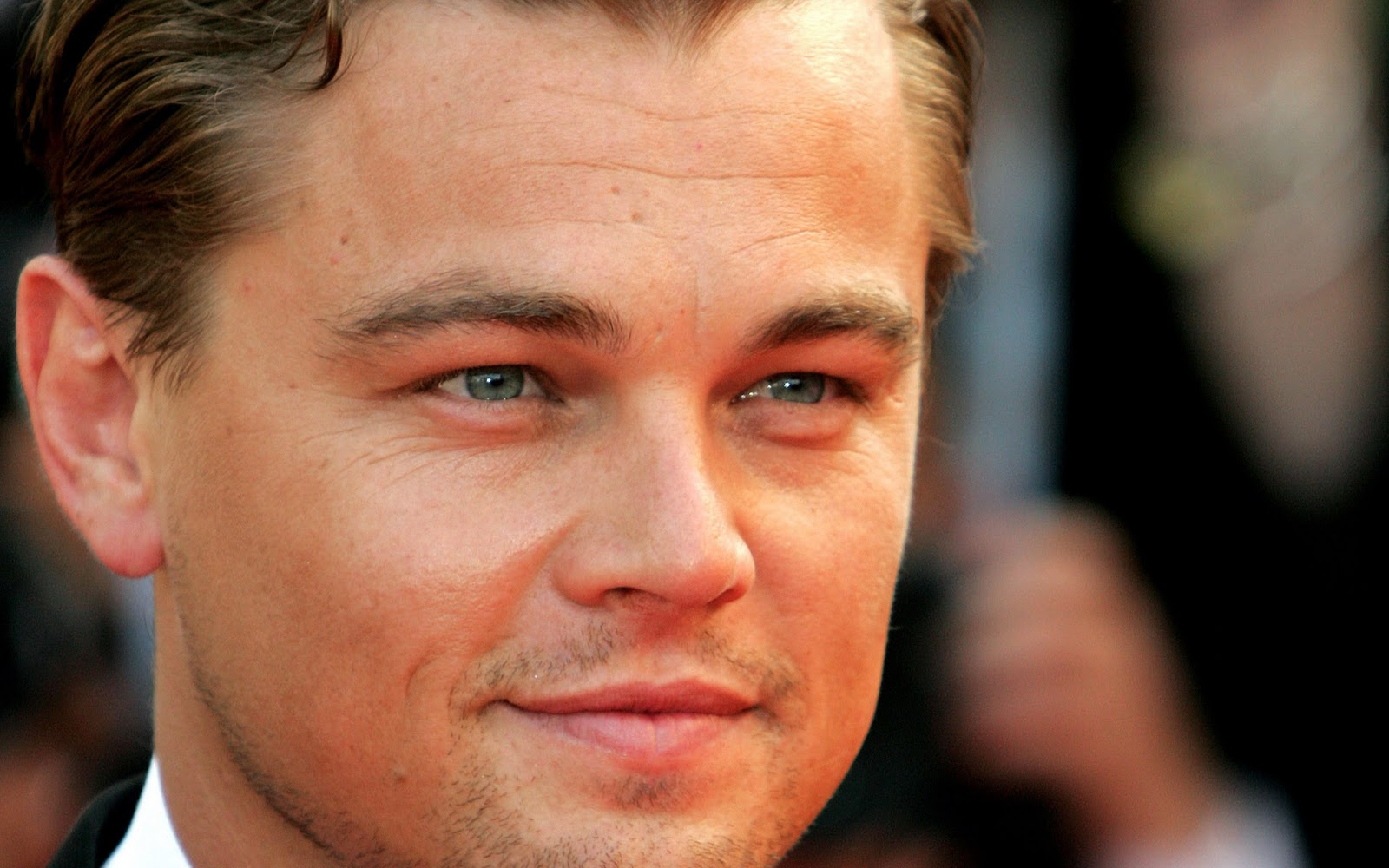 http://4.bp.blogspot.com/-eTAzVX1PJv0/TtcFb5nnu2I/AAAAAAAAAZw/1FM20GkUo34/s1600/Leonardo-DiCaprio-pictures-desktop-Wallpapers-HD-photo-images-7.jpg