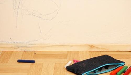 Membersihkan Dinding dan Wallpaper