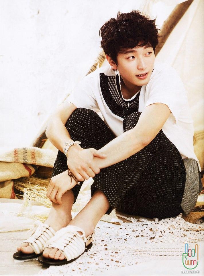 Super Junior s Donghae  2AM s Jinwoon and Infinite H s Hoya  amp  Dongwoo    Jinwoon 2014