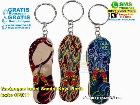 Gantungan Kunci Sandal Kayu Batik