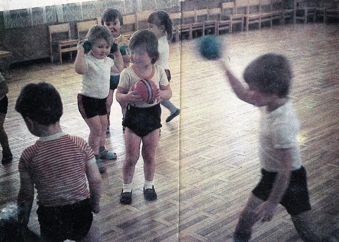 Valles bērnudārzā ,, Cielaviņa '' bērni sporto (1987. g.)
