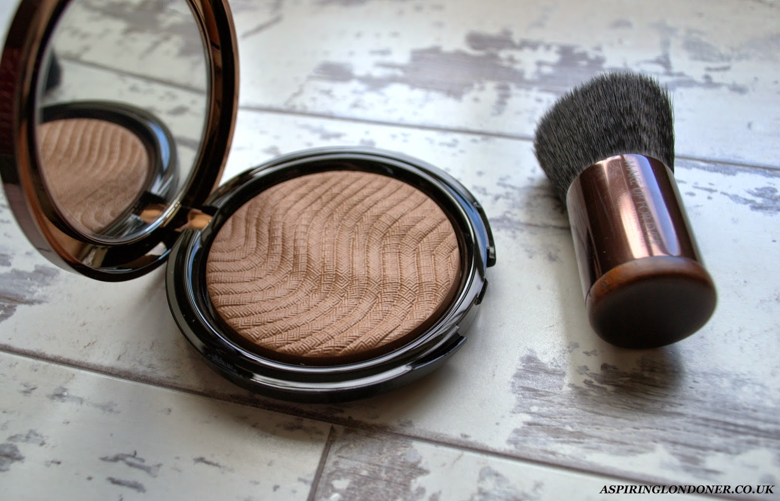 Make Up For Ever Pro Bronze Fusion #20M Sand Review - Aspiring Londoner