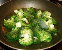 Cooking broccoli and tofu