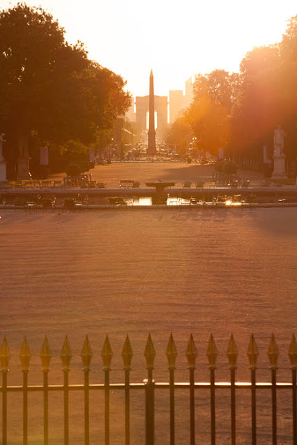 obelisk and Arc de Triomphe at sunset
