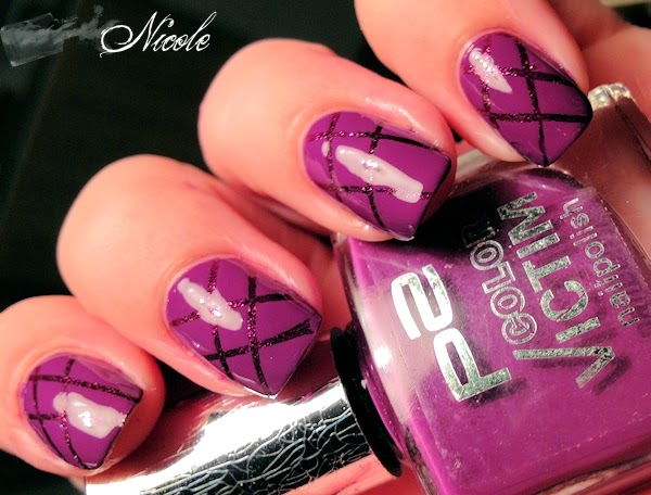 http://rainpow-nails.blogspot.de/2014/08/tape-nails.html