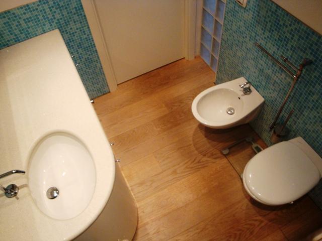 Appartamento in vendita a montevaccino - Piastrelle vetrocemento ...
