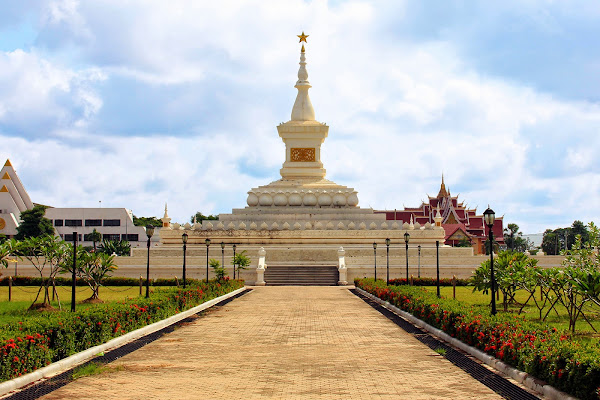 Revolution monument - Pha That Luang