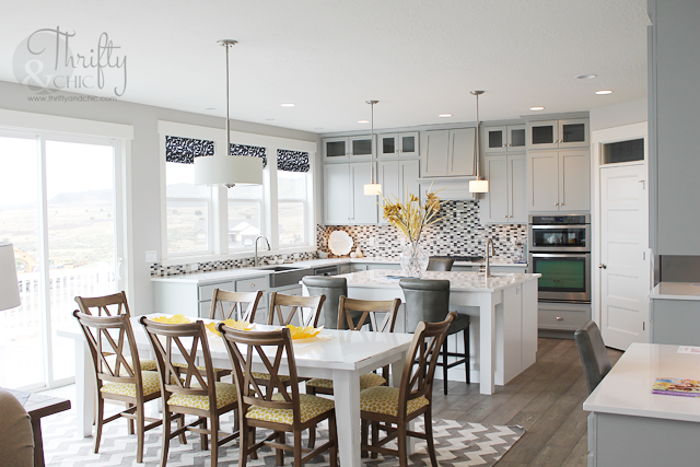 Beach dining room and kitchen decor ideas with two toned cabinets