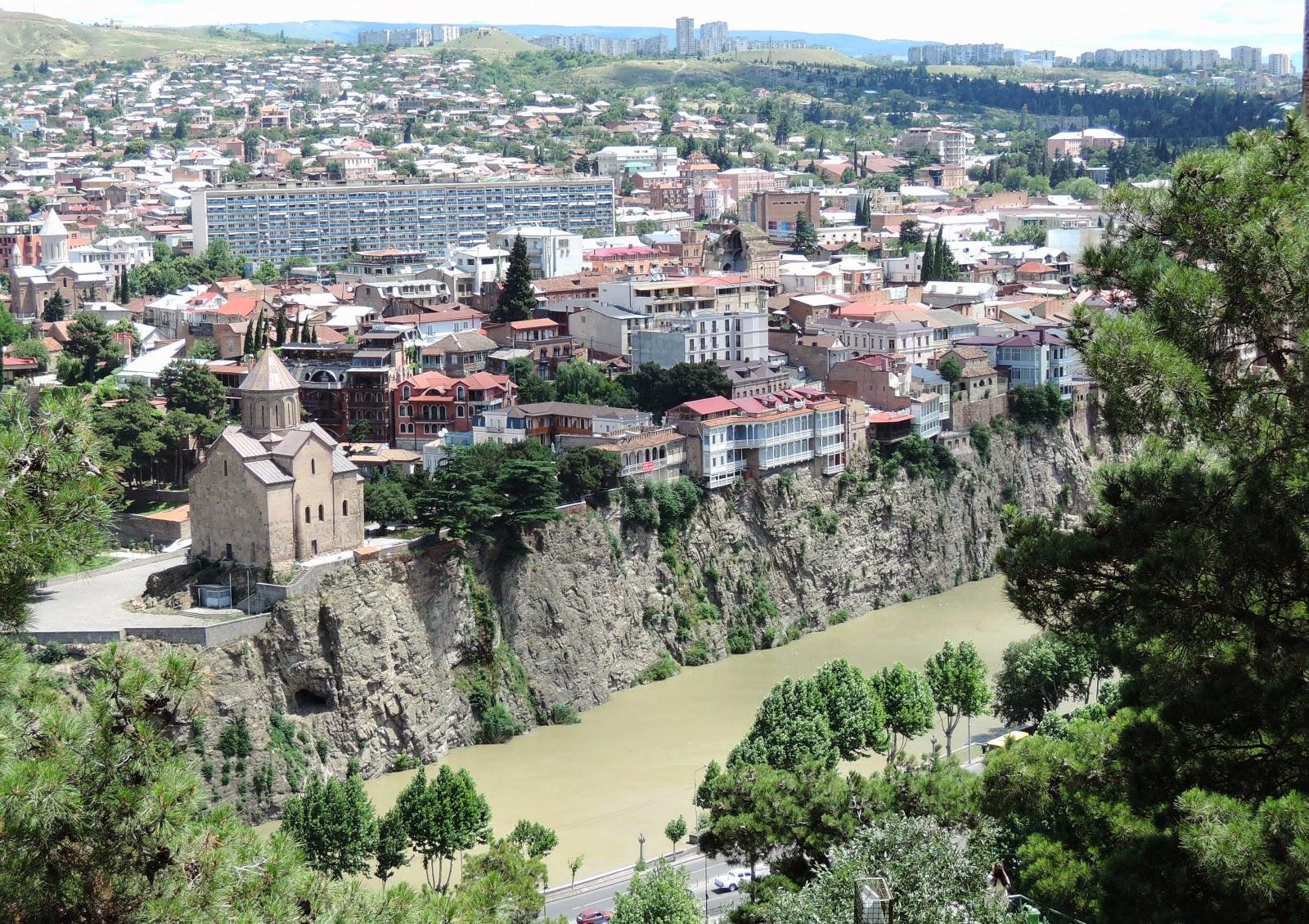 Тбилиси дома на берегу Куры