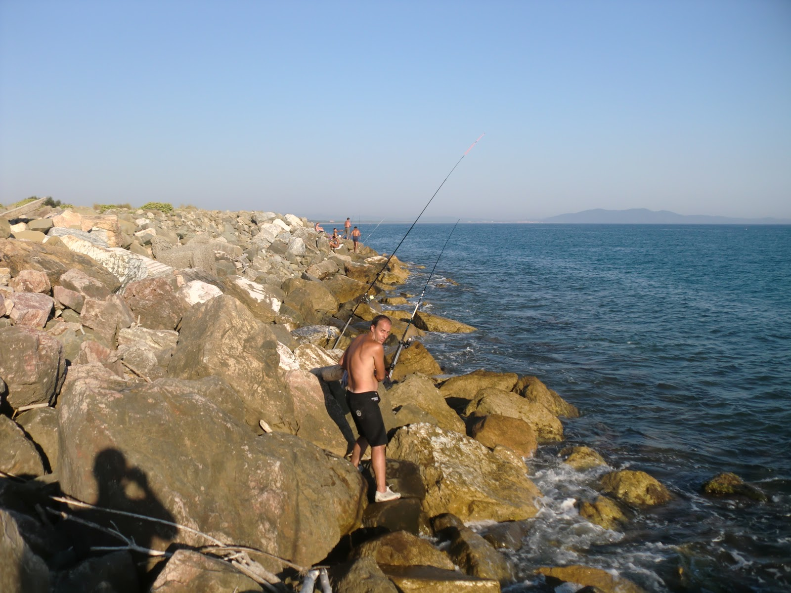 Avventure di pesca spinning e surfcasting dalla scogliera di castiglione della pescaia - Tavole maree castiglione della pescaia ...