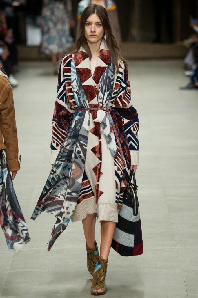 vestido etnico con fulard etnico