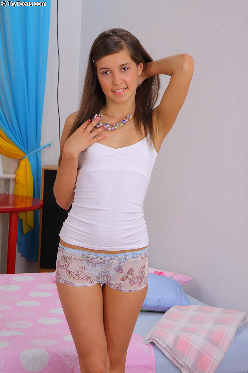 Young girl panty piss pics
