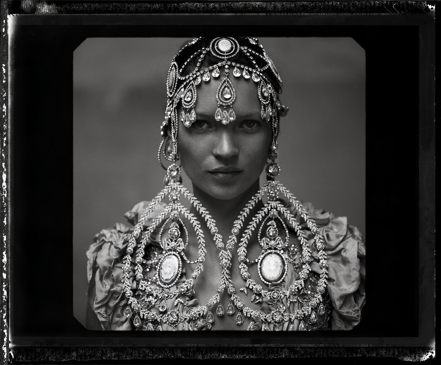 http://4.bp.blogspot.com/-eW5zHG_f6h0/TpyxbKIypuI/AAAAAAAANqY/eK8FMFaS9o8/s1600/Vogue+10%253A1999+photo+by+annie+Leibovitz.jpeg
