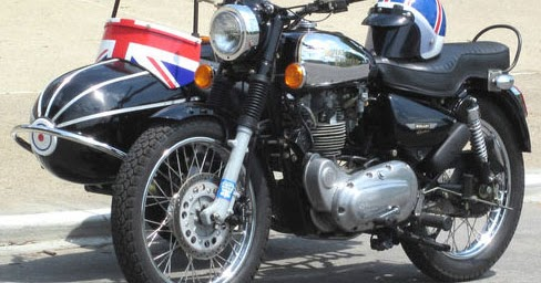RoyalEnfields.com: Royal Enfield and sidecar come with ...