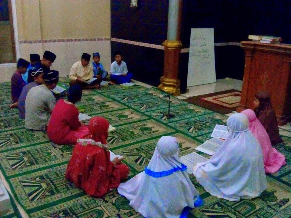 Islam Asing di Tengah Umat Islam
