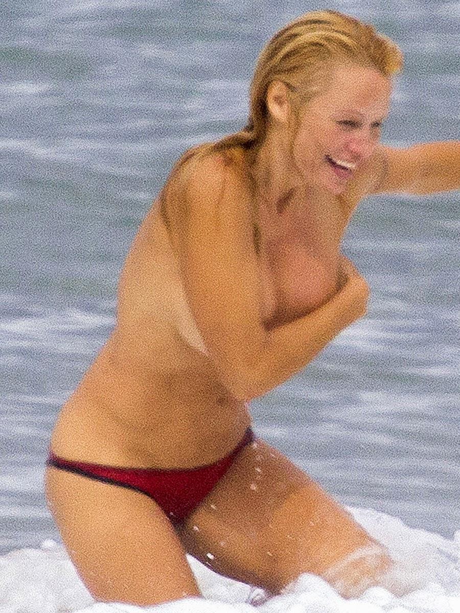 Carmen Electra Pamela Anderson Nude