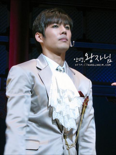 [MUSICAL] 08/04/2011 - KyuJong @ Goong Musical  - Page 4 KJ-GOONG-wangjanim-02